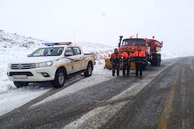 رانندگان زنجیر چرخ همراه داشته باشند/ امدادرسانی به ۲۳خودروگرفتار در برف