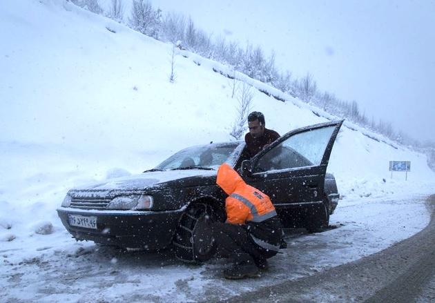 ۸ شهر مازندران درگیر برف و کولاک شد