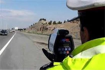 اقدام جالب توجه یک مامور پلیس برای جلوگیری از تصادف