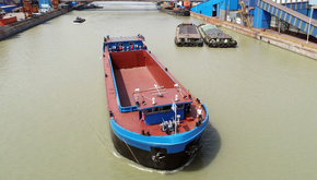 چین کشتی برقی ساخت داخل را به آب انداخت