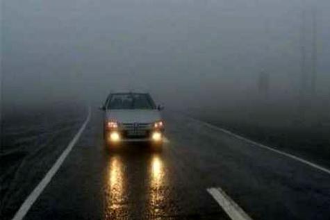 بارش باران سطح جاده های زنجان را لغزنده کرده است