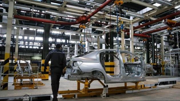 قیمتگذاری خودرو باید منافع همه نهادههای تولید را در نظر بگیرد