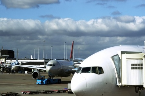 وقوع سانحه هوایی در فرودگاه اهواز کذب است / شایعه سازان مجازات میشوند