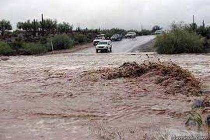 چگونه سیلاب جاده کاشان-نطنز را مسدود کرد؟