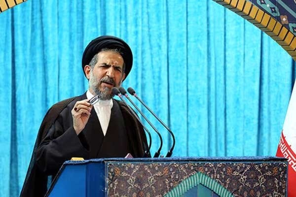 خطیب نماز جمعه تهران: لزوم دسترسی مناسب مردم به حمل و نقل عمومی