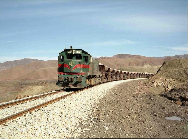 قطار سواری دانشجویان تبریزی با کارت دانشجویی