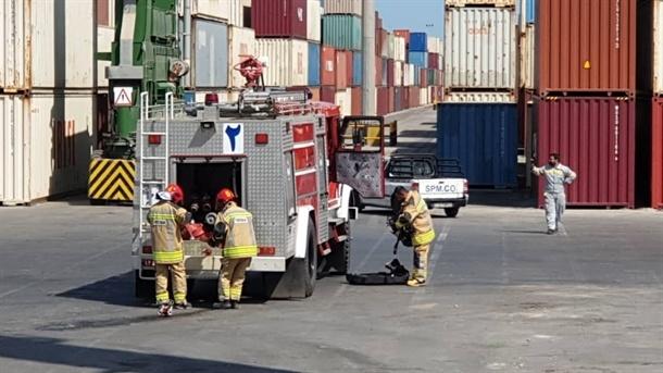 مانور عملیاتی امداد و نجات و اطفا حریق دستگاه RTG در بندر بوشهر + تصاویر