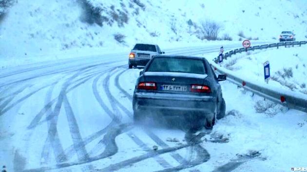 بارش برف و باران در جادهها/ لزوم تردد با زنجیرچرخ در برخی محورها