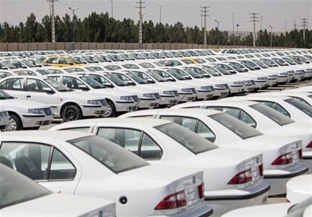 خودروها در پارکینگهای ایرانخودرو و سایپا دچار خسارت شدهاند