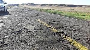 افزایش روند تخریب جاده ها/ جلوی اضافه تناژ کامیون ها گرفته شود