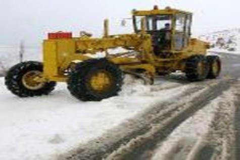 چهاردهمین عملیات برف روبی در فرودگاه اردبیل انجام شد