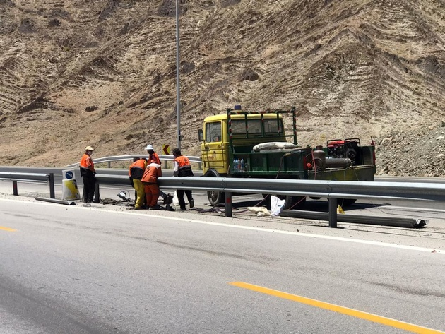اجرای چهار و نیم کیلومتر گاردریل در محورهای مواصلاتی سیستان و بلوچستان