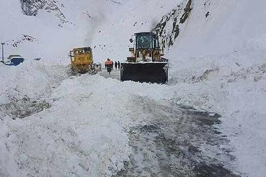 سقوط بهمن در جاده کرج-چالوس