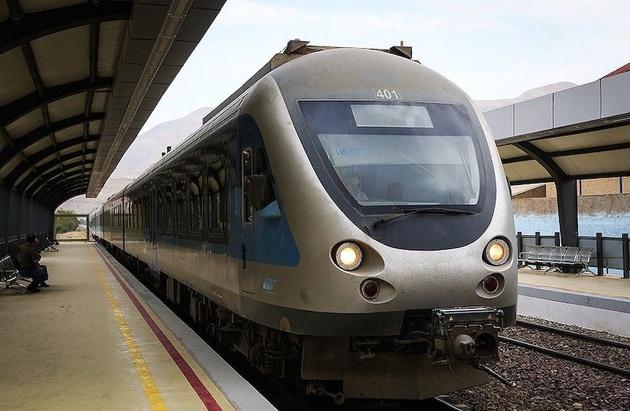 روند توسعه قطارهای حومهای کند است
