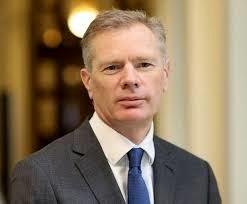 پاسخ سفیر انگلیس در مورد چرایی حضور مجددش در وزارت خارجه
