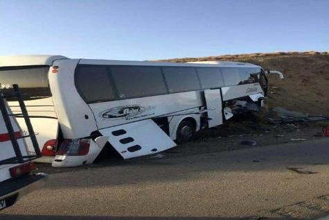 انحراف اتوبوس در مسیر اصفهان- کاشان 21 مصدوم برجاگذاشت