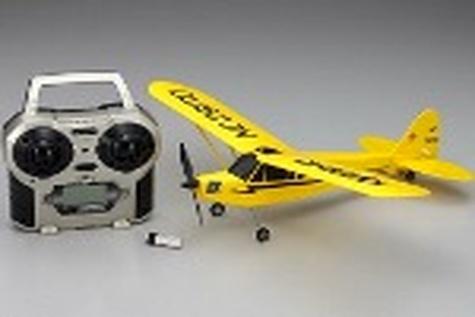 بالاخره هواپیماها از فرودگاه قم استفاده میکنند، آن هم هواپیماهای کنترلی!