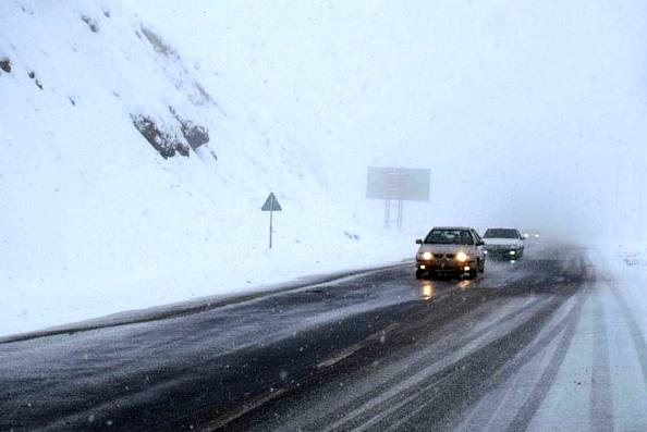 ضرورت تردد همه وسایل نقلیه در محورهای استان گلستان با زنجیر چرخ