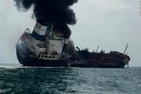 کشته شدن یک نفر در آتشسوزی نفتکش ویتنامی