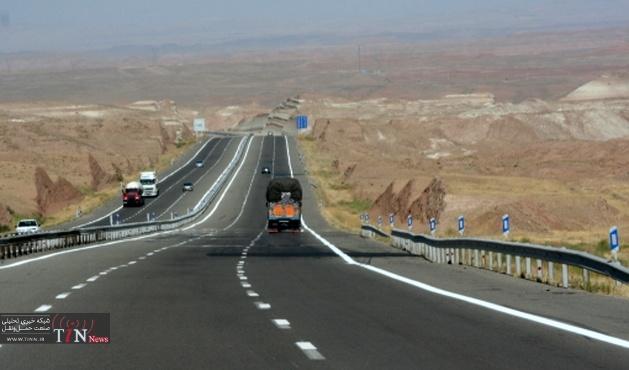 رگلاژ و تسطیح شانه راههای آسفالته در شهرستان کبودرآهنگ استان همدان