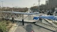 فیلم| سقوط پل عابر به دلیل برخورد یک دستگاه ناوگان باری