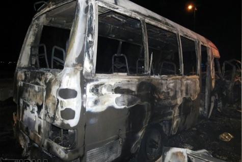 یک دستگاه اتوبوس در جاده آشخانه - بجنورد در آتش سوخت