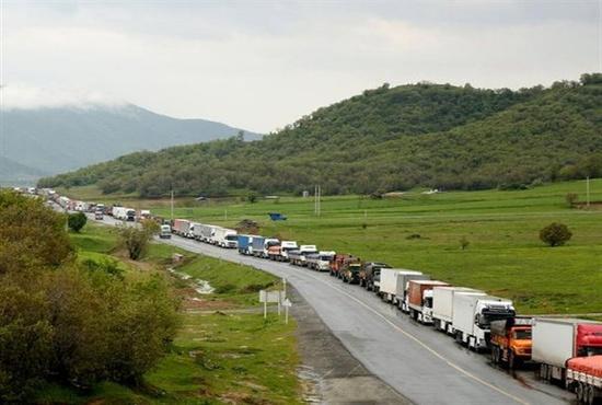فیلم| مرز باشماق مملو از کامیون