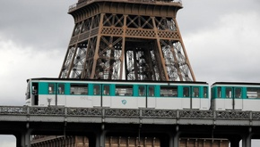 اعتصاب کارکنان مترو، حملونقل پاریس را فلج کرد