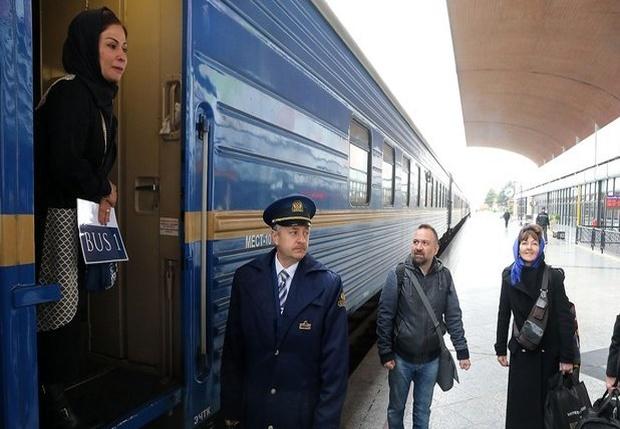 قطار گردشگری عقاب طلایی در مسیر استان فارس است