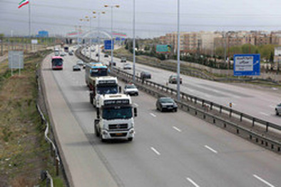 ممنوعیت تردد خودروهای سنگین در محور خنداب