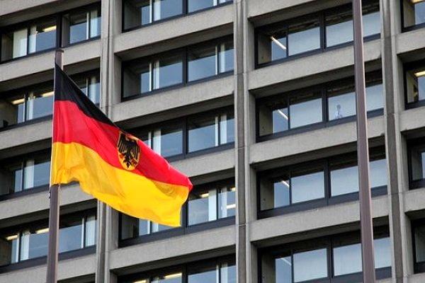 تلاش آلمان برای بلوکه کردن 400 میلیون دلار پول نقد ایران