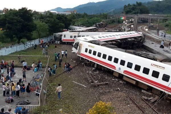 خروج قطار از ریل در تایوان/ ۴۱ نفر کشته و ۷۲ نفر مجروح شدند