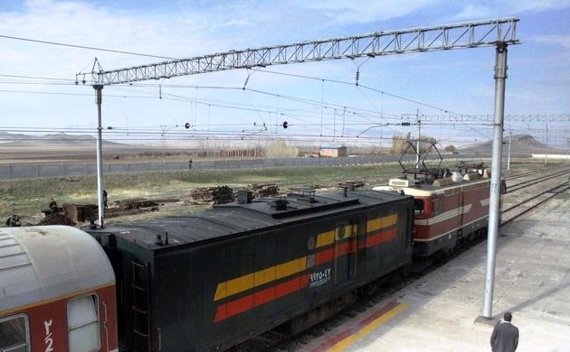 بهرهوری خط آهن تهران-مشهد اولویت بیشتری از برقی کردن مسیر دارد