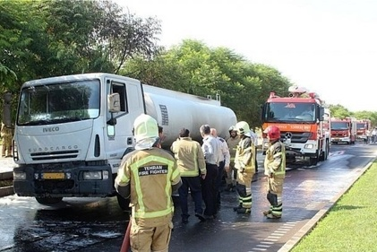 آتشسوزی تانکر 20 هزار لیتری حامل بنزین در بزرگراه آوینی + عکس