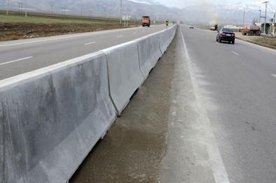 ۳۰ کیلومتر بلوک مفصلی در ۲ آزادراه زنجان نصب شد