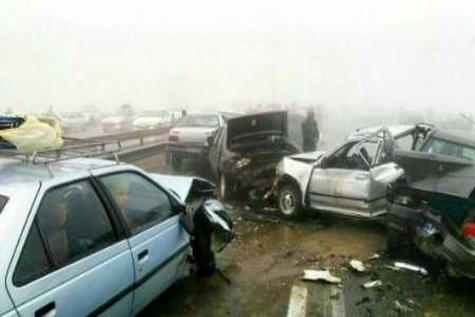 تصادف زنجیره ای 30 خودرو در آزاده راه کرج قزوین