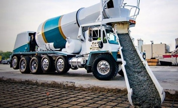 پلیس راهور: تشدید برخورد با کامیونهای حمل بتن از آبان ماه
