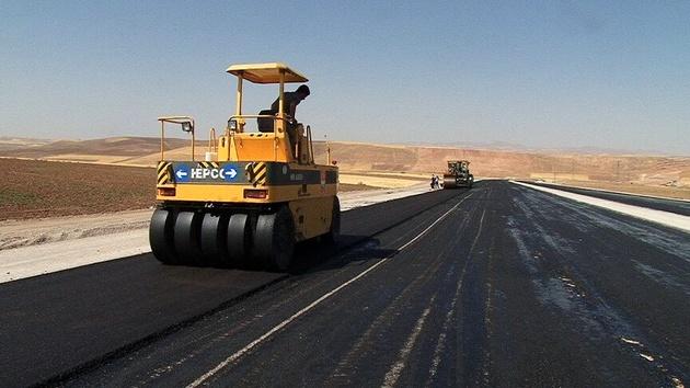 تا پایان سال ۱۰ کیلومتر از جاده لار-بستک به زیر بار ترافیک میرود