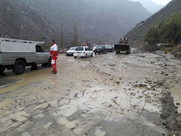 جاده راور- بهاباد هچنان مسدود است/ تلاش برای بازگشایی محور ادامه دارد