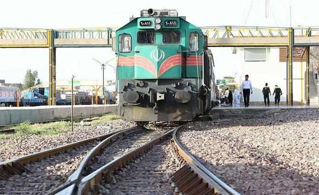 مراسم بدرقه و اعزام ۶۰۰ زوج دانشجو با قطار