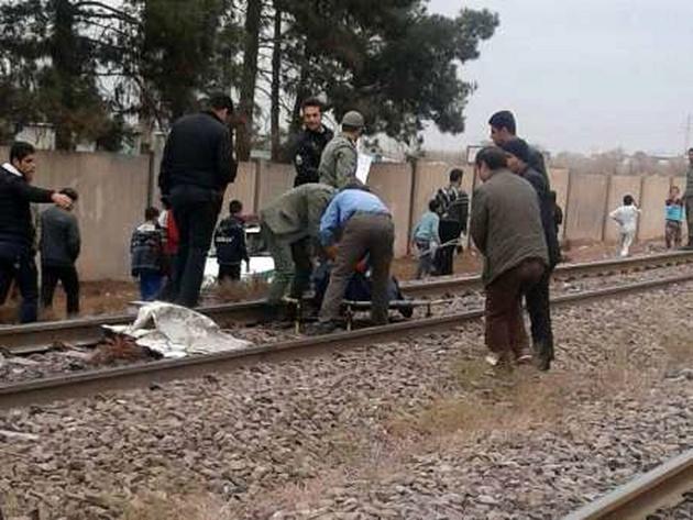 قطار مسافربری تبریز - تهران، جان عابر زنجانی را گرفت