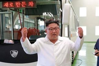 (تصاویر) ذوقزدگی«اون» از کارخانه تراموا و اتوبوس برقی