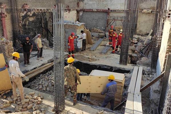عملیات طولانی برای نجات کارگر محبوس در چاه