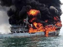 یک فروند شناور ۴۰ دقیقه بامداد امروز در ۱۵ مایلی بندر عسلویه دچار آتشسوزی شد.