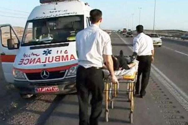 ۲۴ مصدوم در تصادف مینیبوس و سواری در محور ساوه - بوئین زهرا+اسامی مصدومان