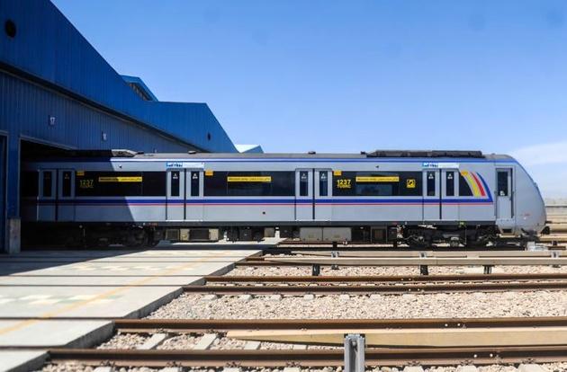 باید به سرعت بودجه ترخیص 70 واگن مترو تأمین شود