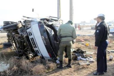 انحراف به چپ کامیون ایسوزو در محور قدیم ساوه - همدان منجر به مرگ راننده شد