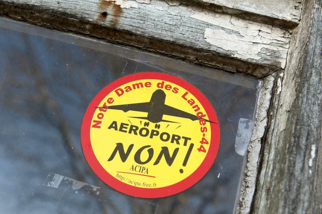 علیه فرودگاه و دنیای آن