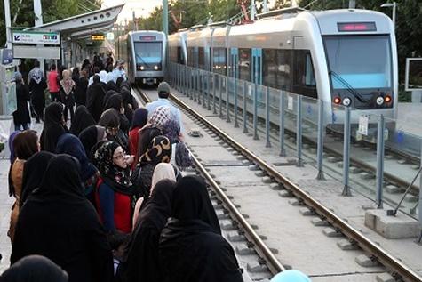روزانه ۱۰۰۰ تا ۱۲۰۰ مسافر در خط دو جابهجا میشوند