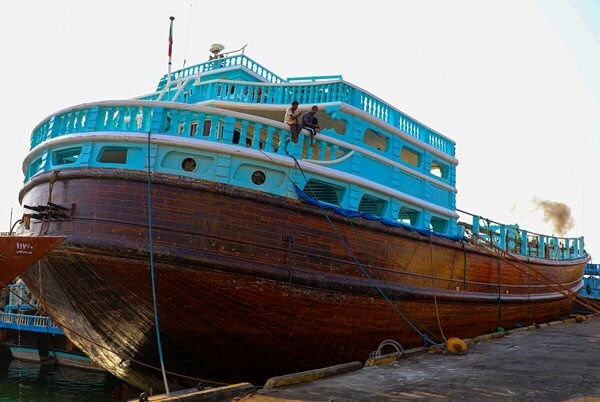 پهلوگیری بزرگترین لنج تجاری در بندر شهید باهنر